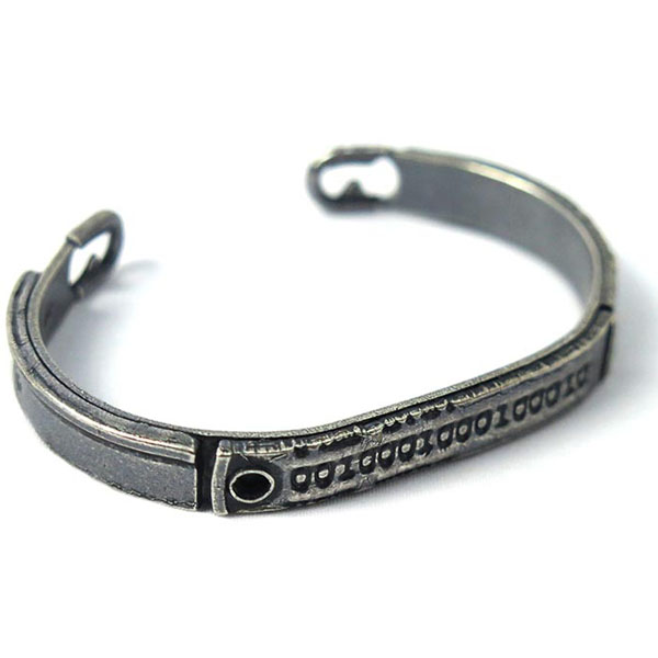 x marka SAFETY PIN DOG TAG BANGLE SMALL