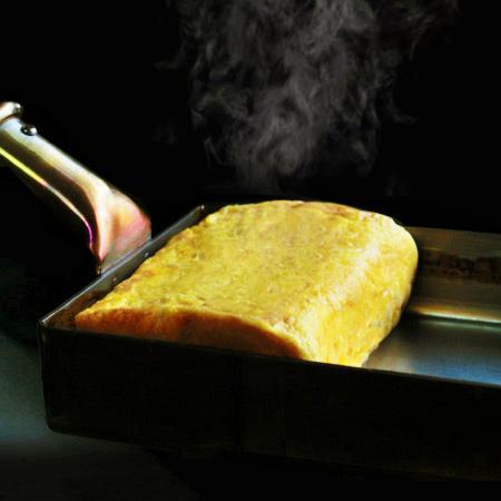 銅製玉子焼き器でふんわり卵焼き