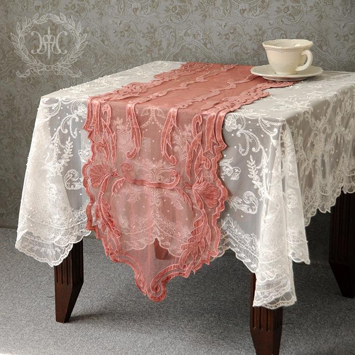 ピンクアラベスクテーブルランナー