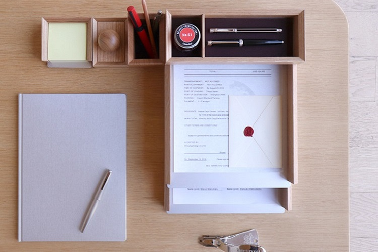 DESKTOP STATIONERY
