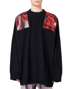 OVERSIZED SWETER WITH PRINTED SHOULDER PATCHES