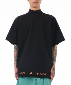 HIGH NECK T-SHIRT