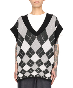 HIGH ANGLE ARGYLE V NECK VEST