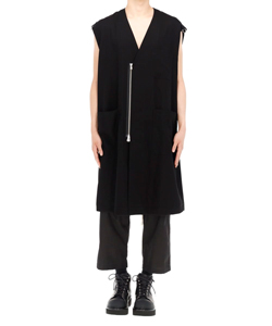 SLEEVELESS COLLARLESS DOCTER JACKET.