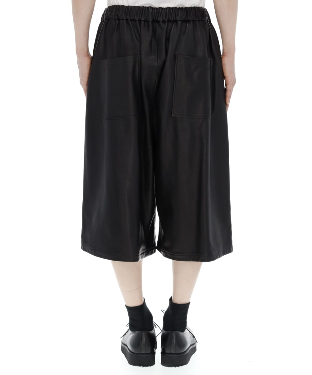COW LEATHER 2TUCK WIDE SHORTS