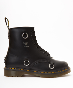 DR MARTENS HIGH BOOT WITH RINGS