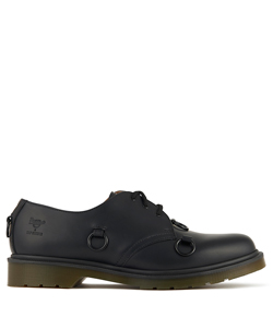 DR MARTENS LOW SHOE WITH NICKEL RINGS