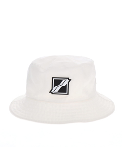 WHITE SQUARE LOGOBUCKET HAT