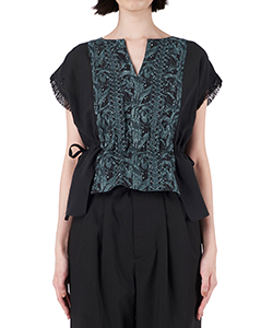 FLOWER EMBROIDERY GATHER BLOUSE