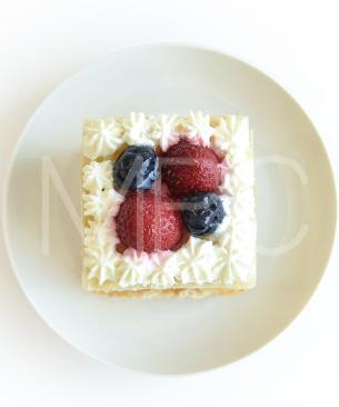 POCHI DELICATESSEN 【季節限定品】ストロベリーカスタードミルフィーユ ◆クール便(冷凍)◆