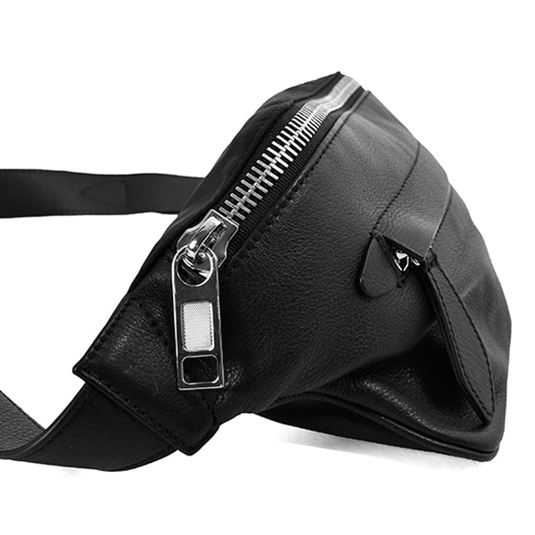 LEATHER CROSS BODY POUCH/BLACK