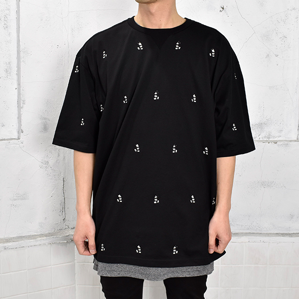 oversized Mickey Mouse embroidered crew neck s/s tee. (monotone color Mickey Mouse)/black