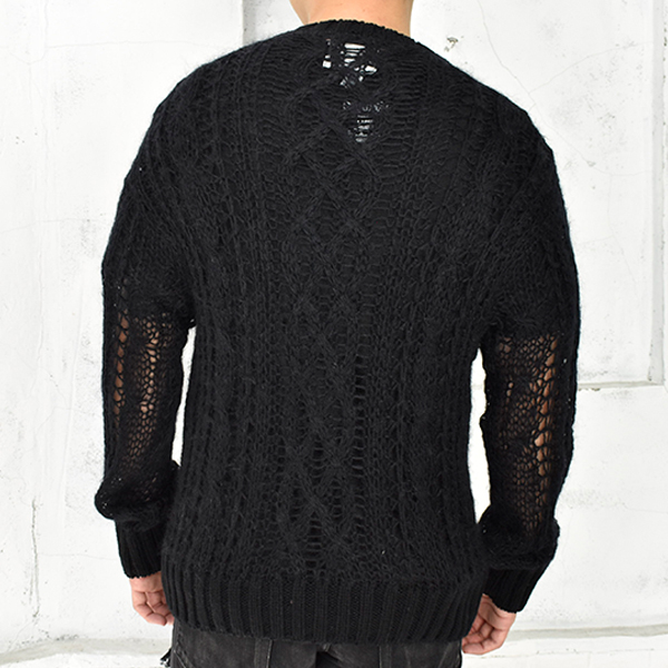 crew neck aran sweater./black