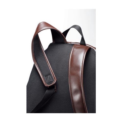 3c060b4eed5c 革ベルト裏はメッシュ仕様背面とベルトの内側にはメッシュ地が貼られ、通気性に優れるとともに、背負い心地もソフトになる。