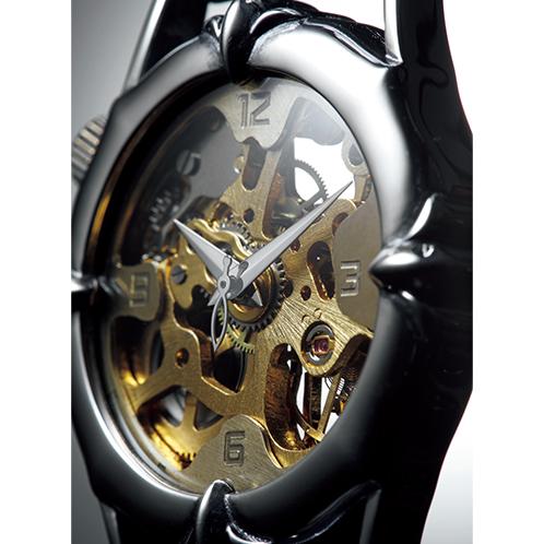 25d01ef458 ... 真鍮のハンドメイド手巻き式腕時計.  時刻が読み取りやすいようインデックスも新たにデザイン。ムーブメントとインデックスを一体化させることで、ムーブメントの ...