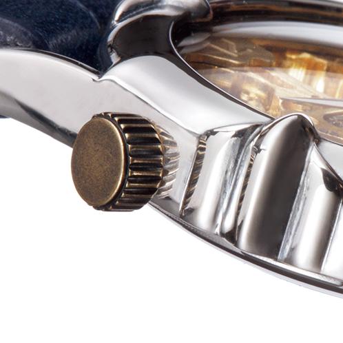 f3f388d5d0 手首を曲げたときに腕時計のリューズが当たらない配慮真鍮製のリューズは、左上に配置してあるため、左手に装着したとき、邪魔にならない設計。