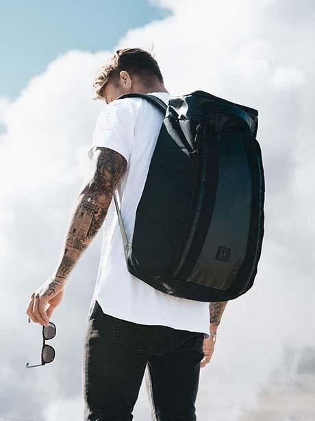 The Hugger 30L(ZDW Black Out)